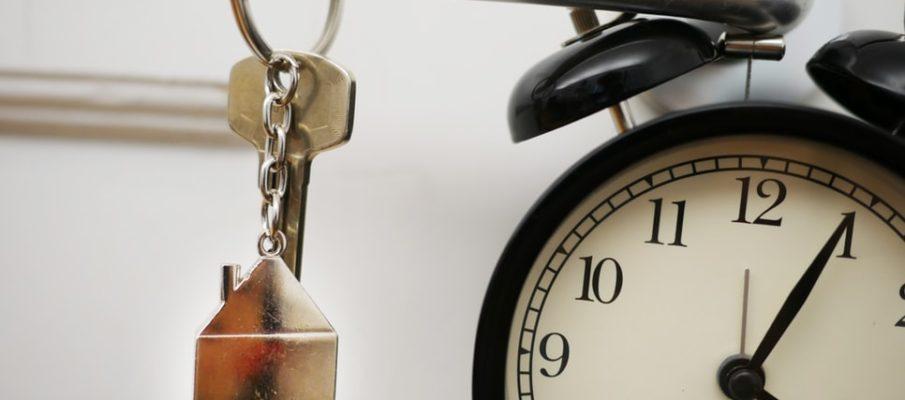house keys and clock